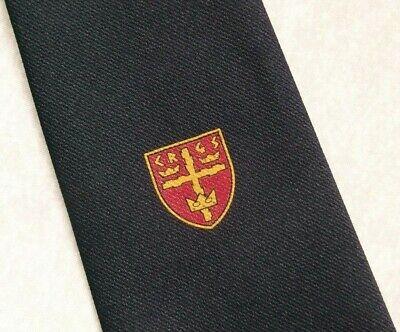 Qualità Al 100% Vintage Cravatta Da Uomo Cravatta Scudo Crested Club Associazione Società Navy 1990s- Circolazione Del Sangue Tonificante E Arresto Del Dolore