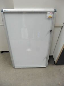 OFFICE-LOCKABLE-DISPLAY-CASE-BRISBANE