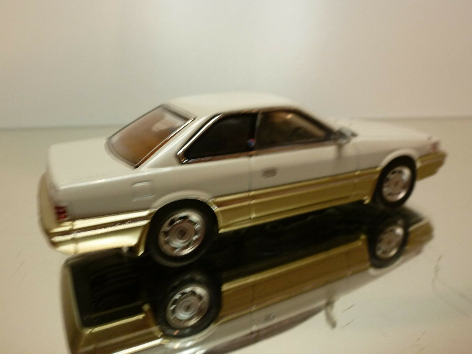 DIE CAST - NISSAN LEOPARD - EXTREMELY EXTREMELY EXTREMELY RARE VERSION   -  1 43 - EXCELLENT - 30 31 5fa084