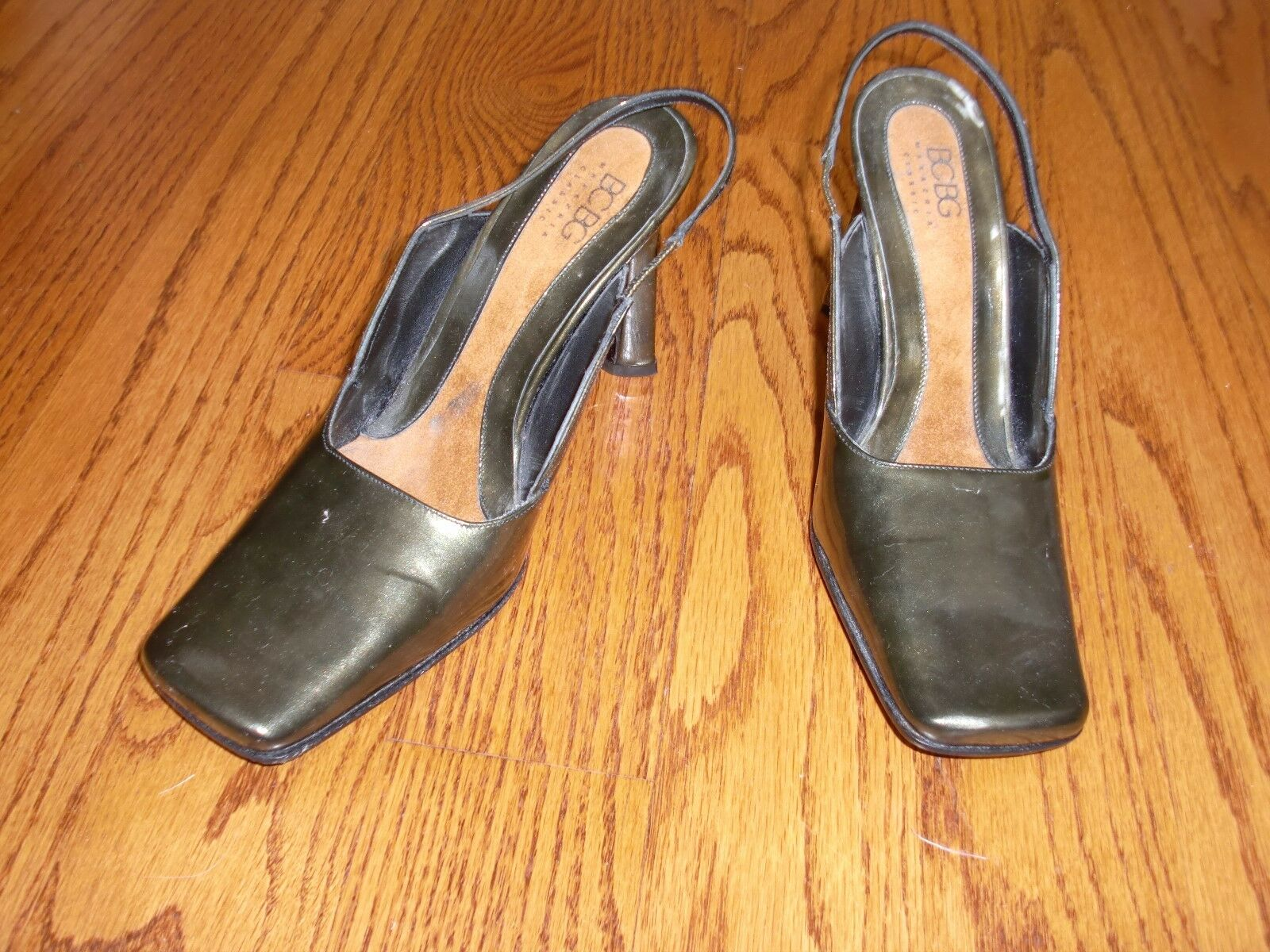 NWOT   Damenschuhe BCBG MAX AZRIA Army Green Leder Schuhes Heels Größe 7 M ITALY