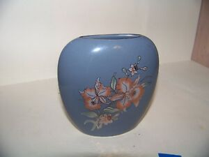 Shaddy-Japan-Gray-Vase-with-Colored-Iris-Daffodil-Flowers-and-Gold-Trim-Vintage