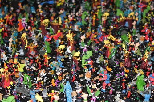 HEROCLIX 100 different figures NORMAL LOOKING @@  BARGIN @@