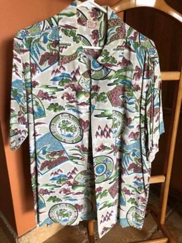 1940's Waikiki Sports Men's Rayon Hawaiian Shirt S