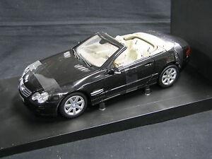 Minichamps-Mercedes-Benz-SL-Class-Cabriolet-1-18-Black-JS