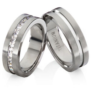 Eheringe-Trauringe-Verlobungsringe-aus-Titan-mit-Zirkonia-und-Ringe-Gravur-TB605