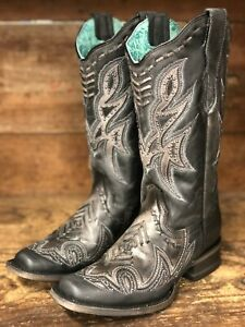corral women's distressed boots