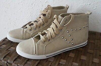 NEUE Beige/Weiße Basic Turnschuhe Sneakers mit Nieten in Größe 39