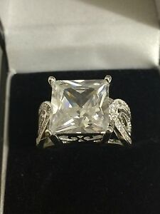 WOMENS LARGE WHITE SAPPHIRE SWA CRYSTAL SILVER 925 DRESS RING UK T12 US 10 NEW - <span itemprop='availableAtOrFrom'>Brighton, United Kingdom</span> - WOMENS LARGE WHITE SAPPHIRE SWA CRYSTAL SILVER 925 DRESS RING UK T12 US 10 NEW - Brighton, United Kingdom