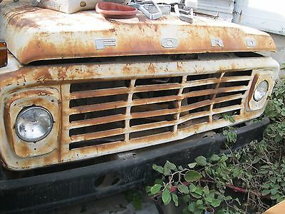 F600 Wrecker Tow Truck BOND ramp 75 Ford with 330 & 4 speed 2 speed rearend