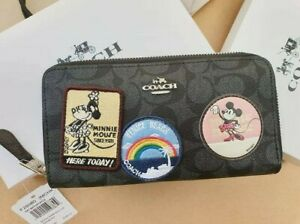 Accordion-Zip-Wallet-In-Signature-Canvass-With-Minnie-Mouse-Patches-F29380-Aut