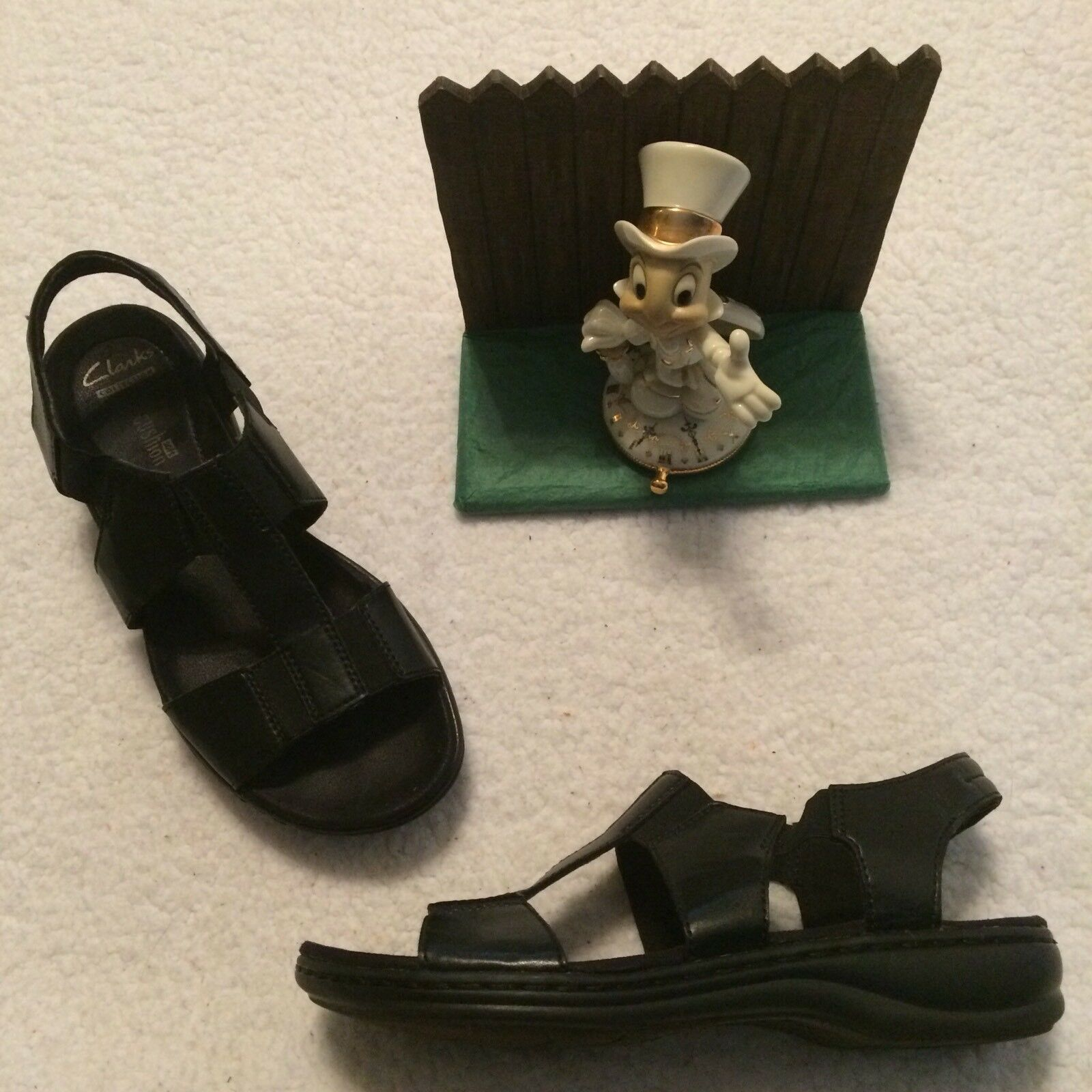 Clarks Soft Collection Size 6   36 Black Leather Sandals 26118300 MINIMAL WEAR