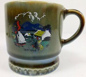 Vintage-Wade-Pottery-Demitasse-Mug-W-Hand-Painted-Ireland-Scene-Shamrock-Logo
