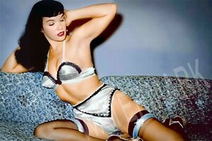 Vintage-Sexy-Pin-Up-Betty-Paige-High-Quality-Metal-Magnet-2-7-x-4-inches-9532