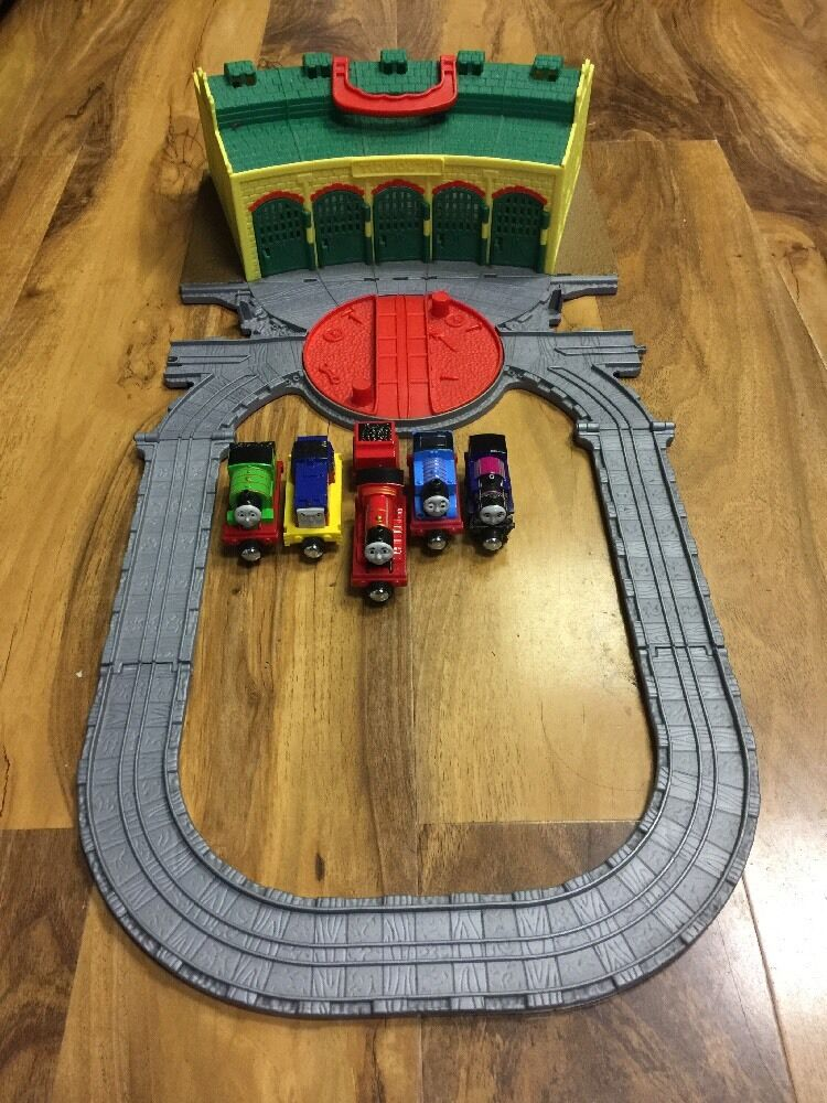 Thomas & Friends Take N Play Play Play Tidmouth Shed With 5 New Die Cast Engines ff62f5