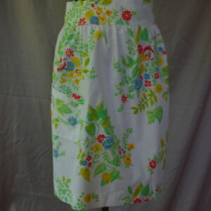Half-Apron-Vintage-White-With-Blue-Red-Roses-Handmade-Flowers-Green-Leaves