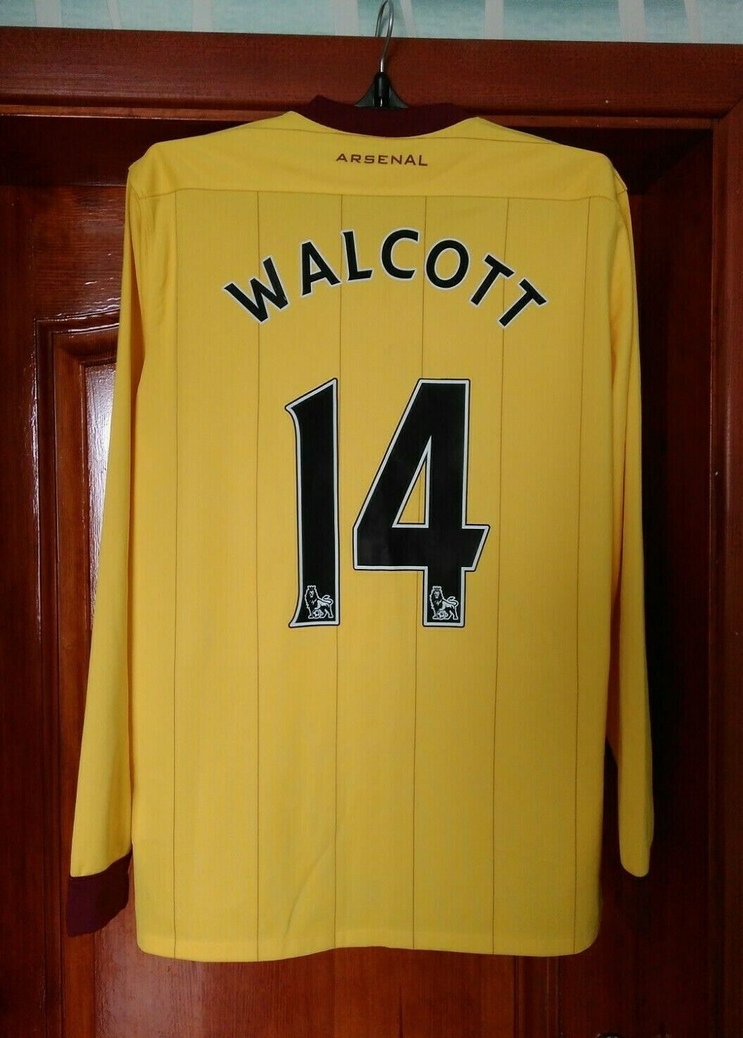 Arsenal 2010 - 2013 away football shirt jersey size L Walcott long sleeves