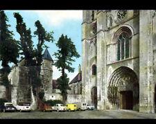 SENLIS (60) CITROEN 2CV , PEUGEOT 203 , RENAULT JUVA 4 à la CATHEDRALE en 1967
