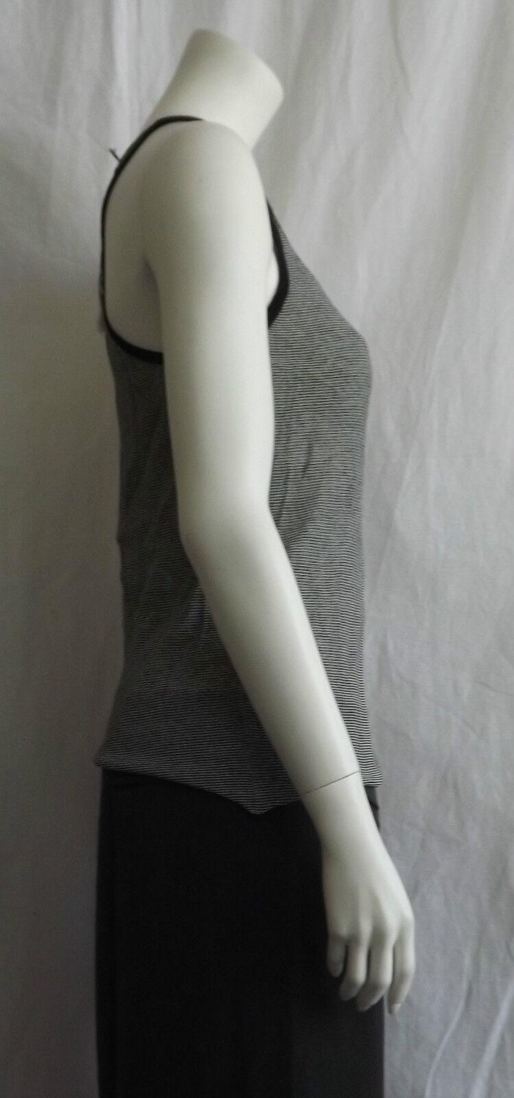 47afd4551935 ... Le donne indossano indossano indossano Sarah Pacini Lino Mix Nero e  Bianco Knit Wear Top sp ...