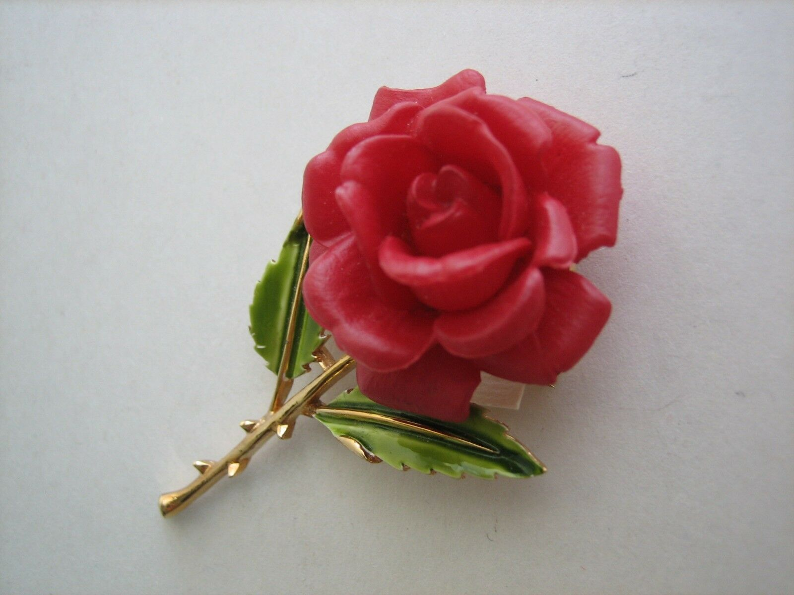 Trifari vintage spilla rosa rossa e trifanium dorato smaltato smaltato smaltato anni '60 a99f02