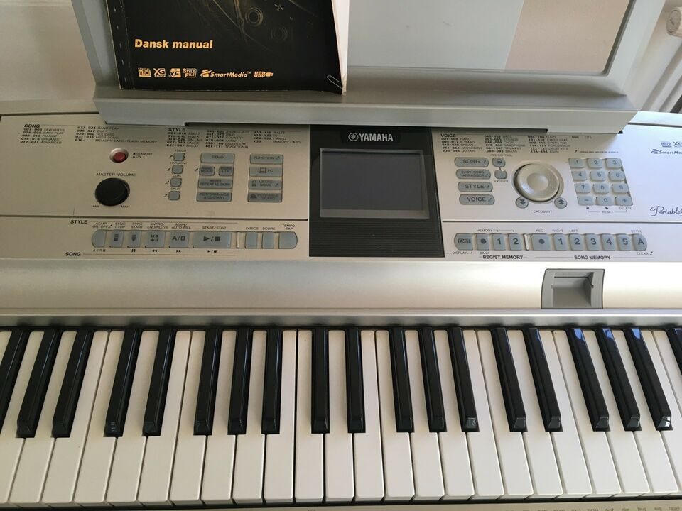Keyboard, Yamaha Portable Grand DGX-505