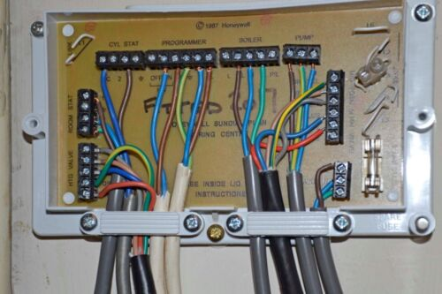 honeywell sundial wiring centre 42005748 001 ebay rh ebay co uk honeywell wiring centre s plan honeywell wiring centre instructions