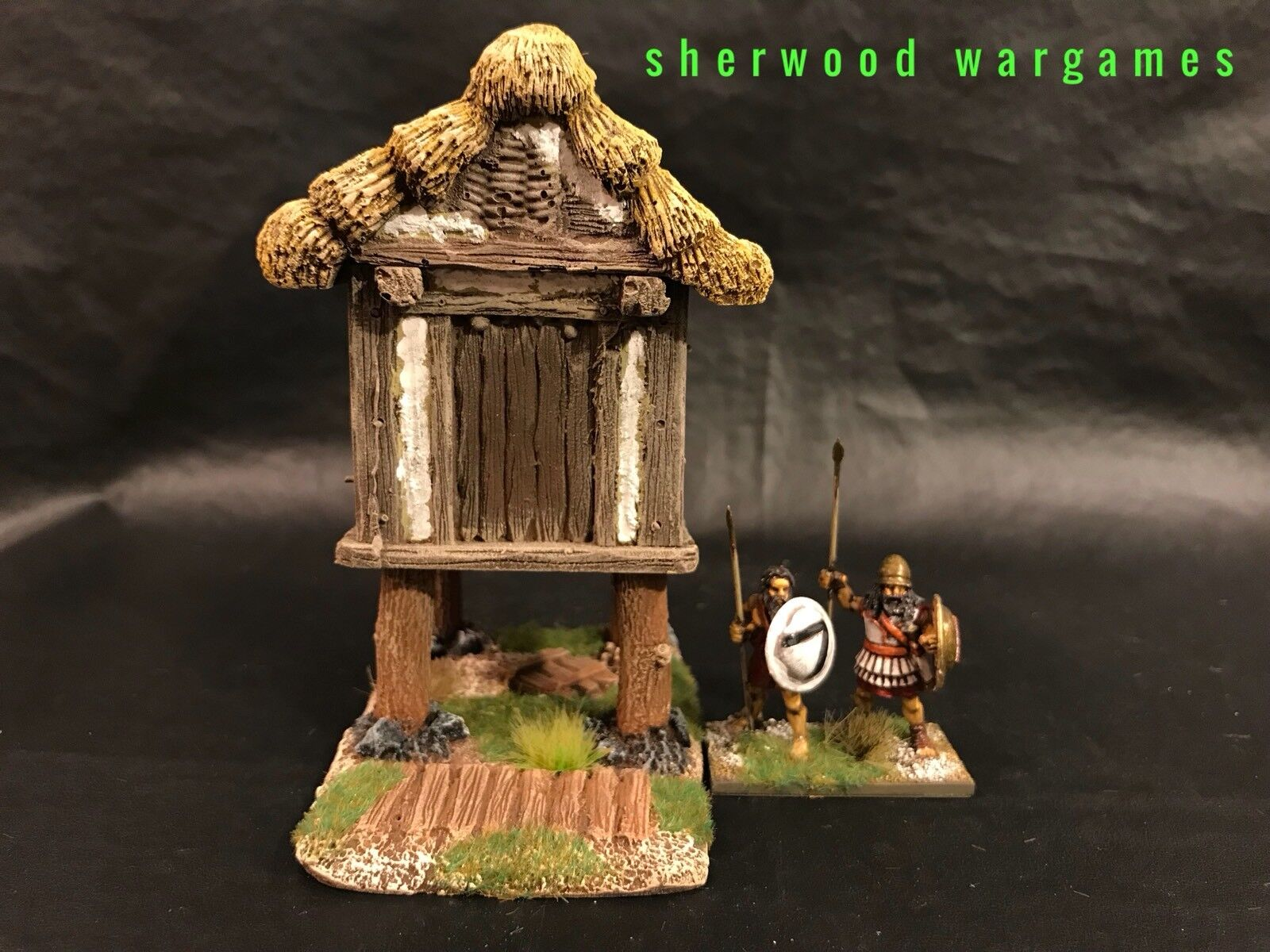 28mm Thatched Raised Storehouse, By Grand Manner, Propainted, Dark Ages, BNIB