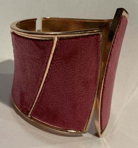 Details about  /Vintage Pink Velvet Big /& Chunky Hinged Bracelet Gold Tone