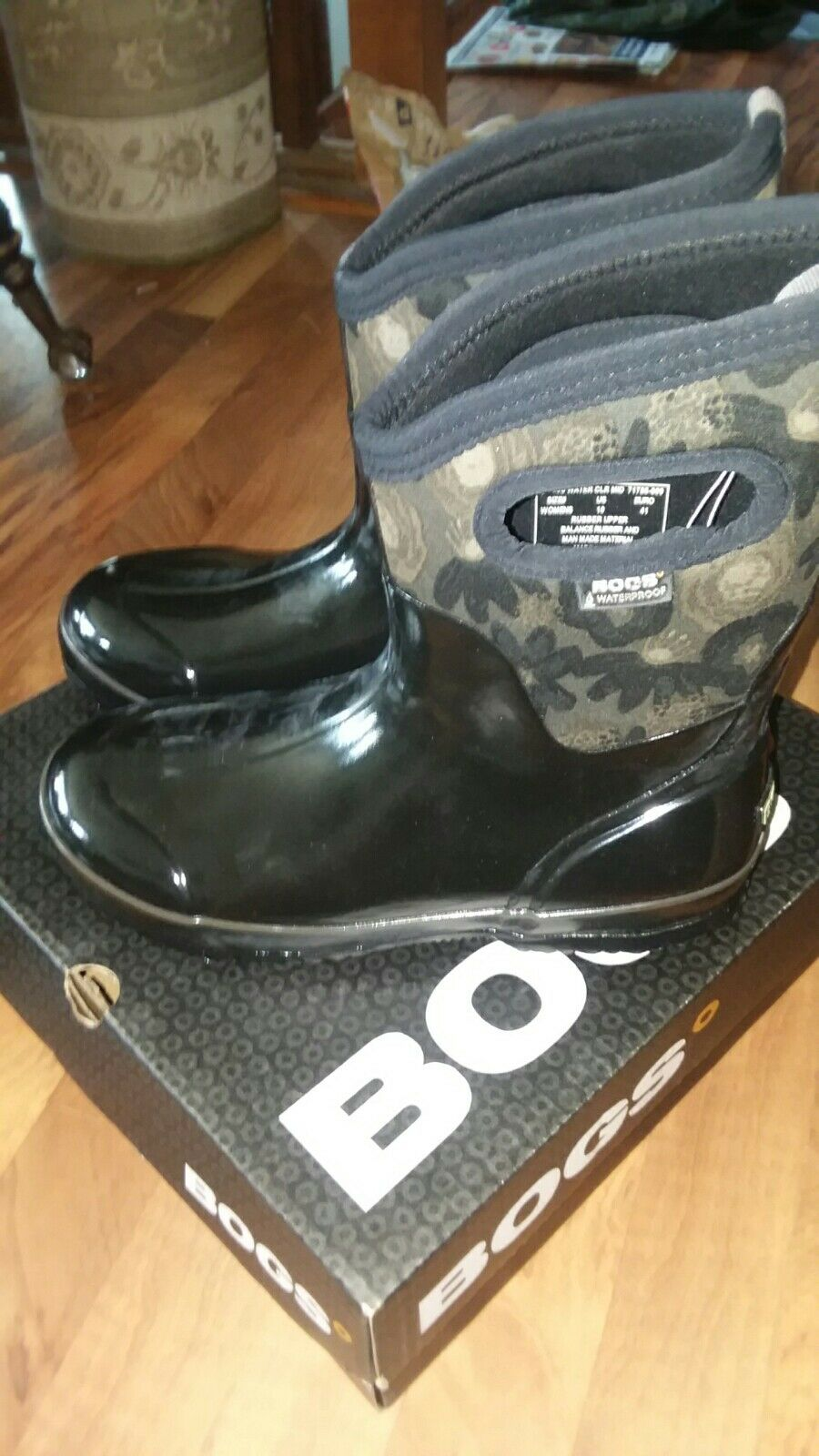 BOGS BLack Multi Water color Size 10 Ladies Insulated Mid 71788