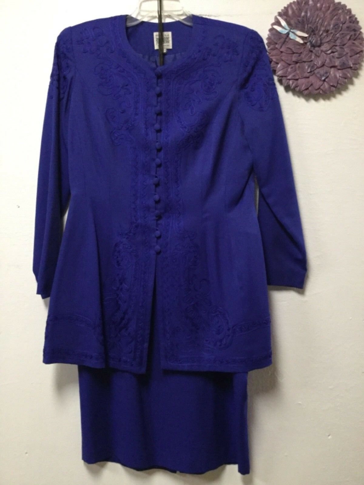 Ladies two piece formal skirt suit size 12 bluee decorative R&M Richards 20