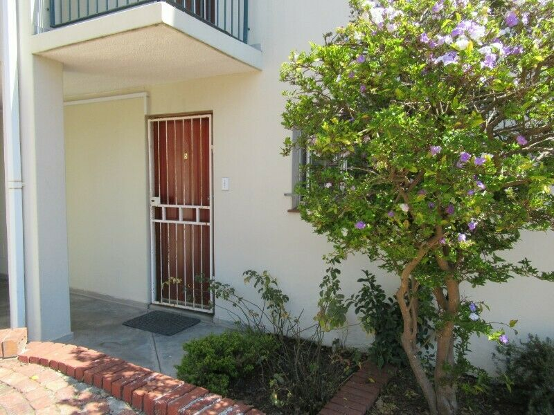 3 Rooms available in a 3 Bedroom apartment - Kabbels Security Complex - Central Stellenbosch