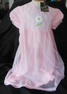 regard détaillé 03463 ebcdd Détails sur Ancienne chemise de nuit de fillette en dentelle de Calais 2  ans, linge vintage