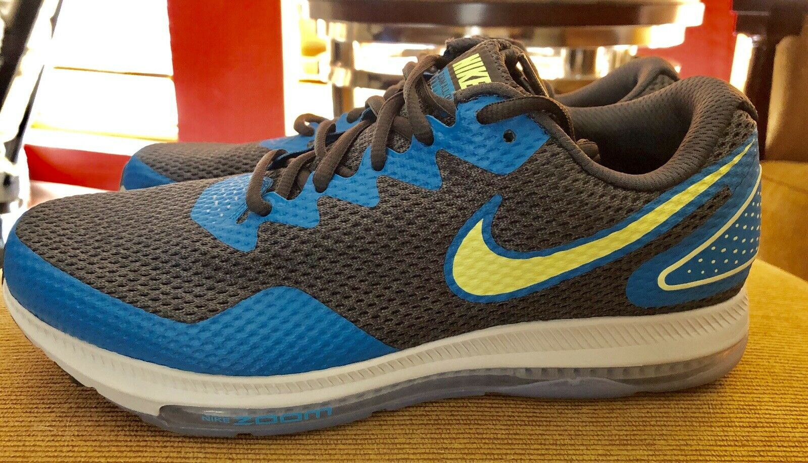 Men's Nike Zoom All Out Low 2 . Size 9. AJ0035 301