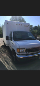 2006 e350 dually 16ft cube truck low kms and lift gate