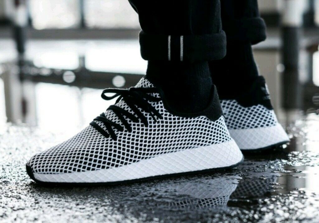 ADIDAS DEERUPT RUNNER MENS SIZE 10 NEW LIFESTYLE SNEAKERS WHITE BLACK