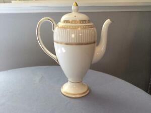 Wedgwood-Gold-Colonnade-bone-china-coffee-pot-W4339