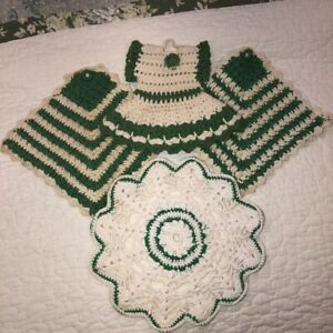 Lot-of-4-Vintage-Hand-Crocheted-Doilies-Green-Dress-Hanging-Potholders-Round