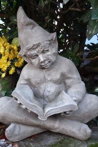 034-MIKE-034-lesender-WICHT-BY-FIONA-SCOTT-Reader-Vidroflor-Steinfigur-Gartenfigur