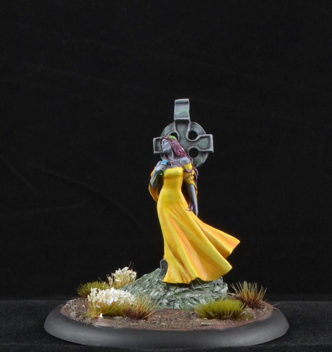 Målad Nocturna från Nocturna modellllerler hkonstsminiatyr, kvinnlig gul