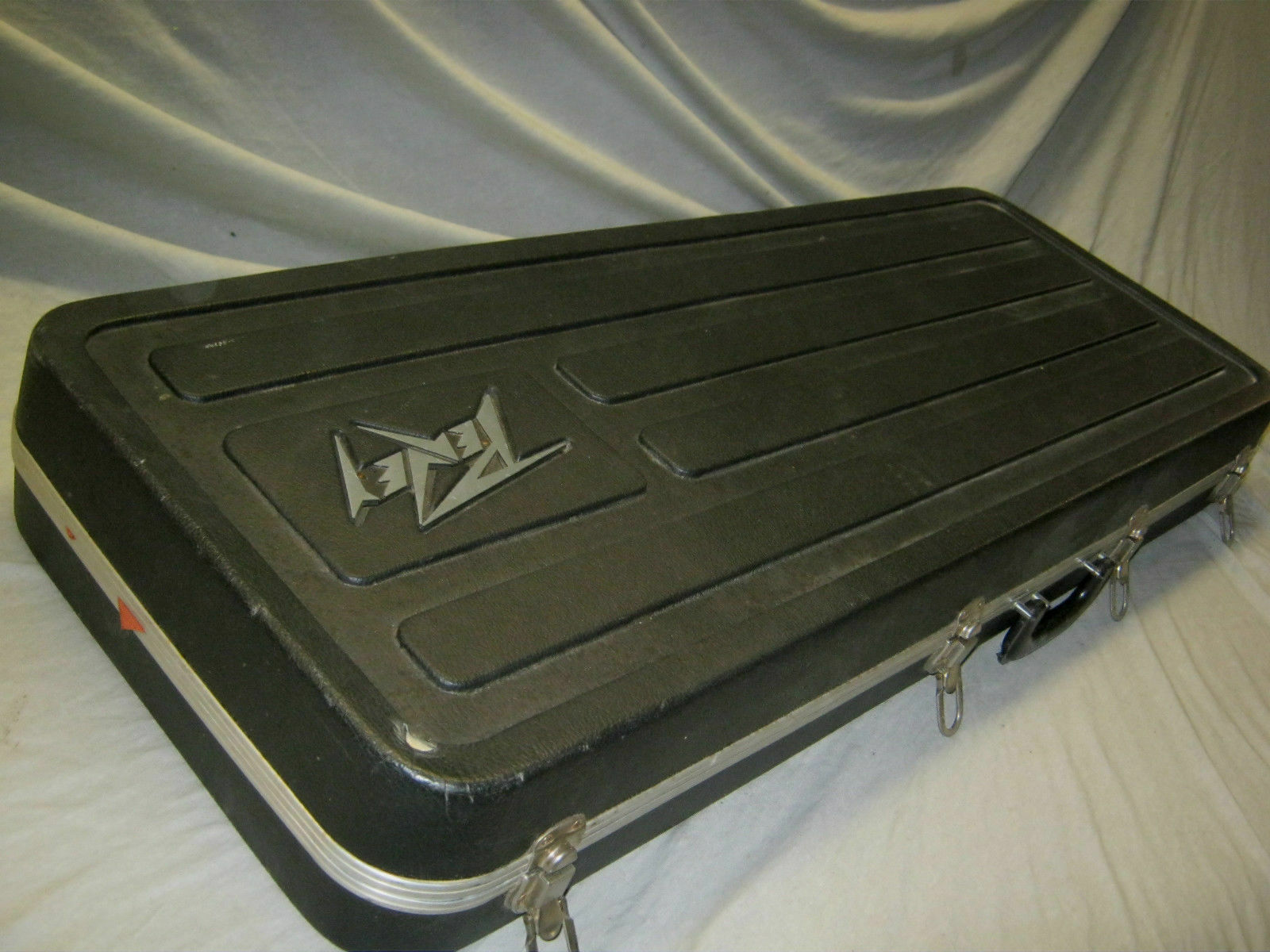 80's PEAVEY GUITAR CASE - made in USA - fits STRT