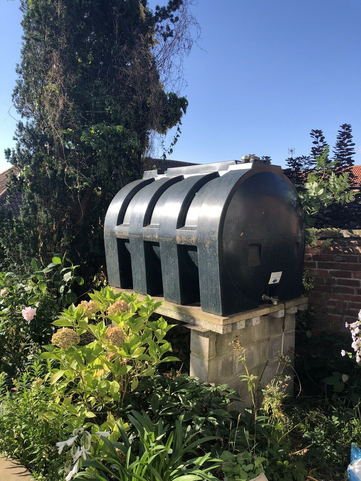2000 Litre Heating Oil Storage Tank With 300 Litres of Oil