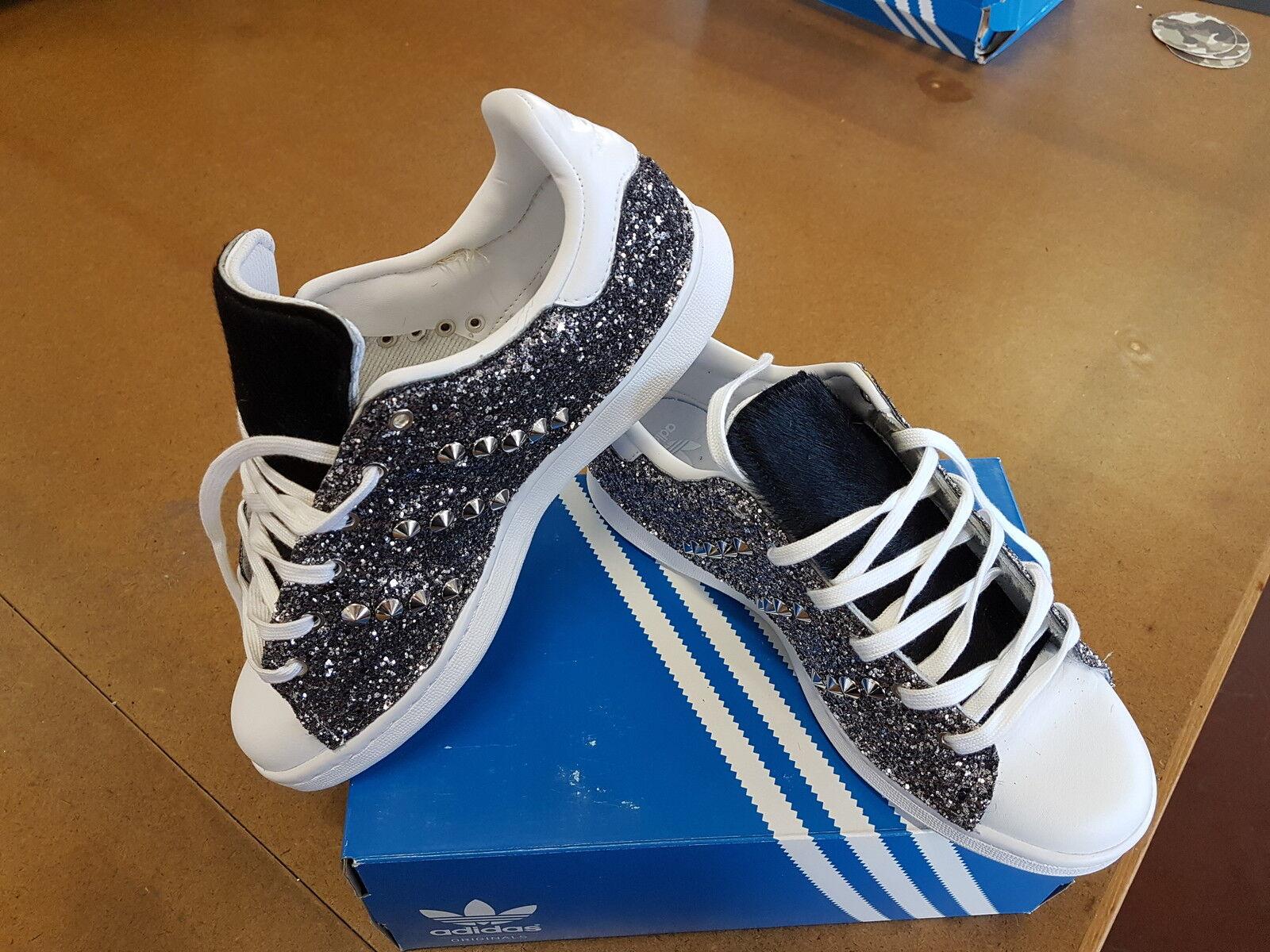 scarpe adidas stan smith con glitter grigio argento ai lati e borchie argento grigio mentre lin d118c4