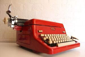 Large-ROYAL-Bright-Red-Typewriter-Excellent-Condition-Full-working-order