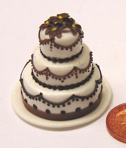 1-12-Scale-3-Tier-Wedding-Cake-Decorated-With-A-Chocolate-Edging-Dolls-House-V