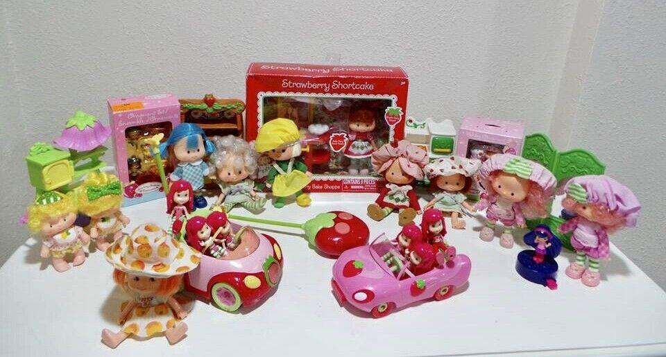 Masse of 27 Strawberry Shortcake Dolls Miniatures Möbel