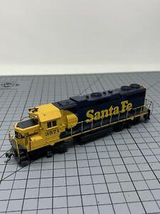 HO-Athearn-Santa-Fe-GP-38-Diesel-Engine-3571-R07