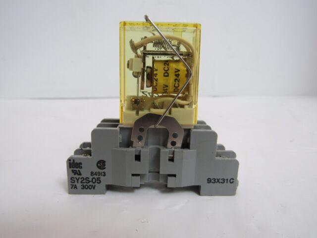 IDEC Ry2s-u Ac120v Relay With Sy2s-05 Socket on