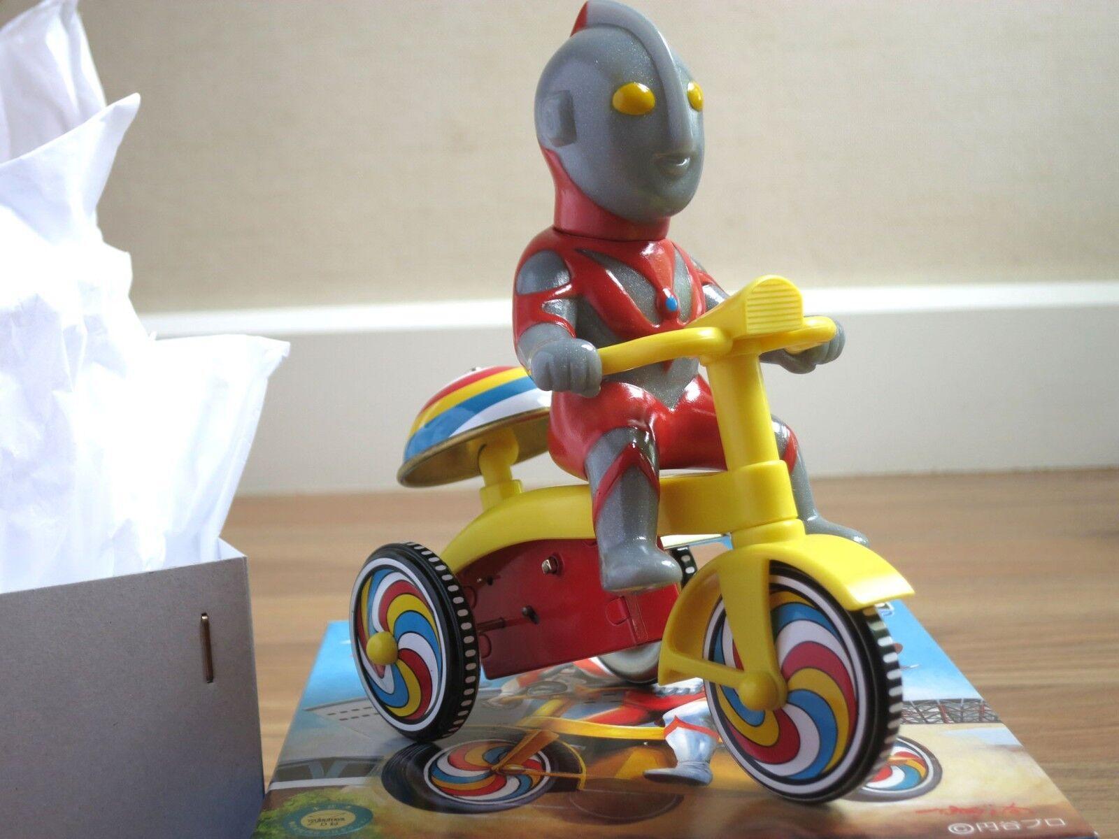 Ultraman Brillo Wind Up Tin Triciclo Godzilla Bullmark M1 Como Nuevo