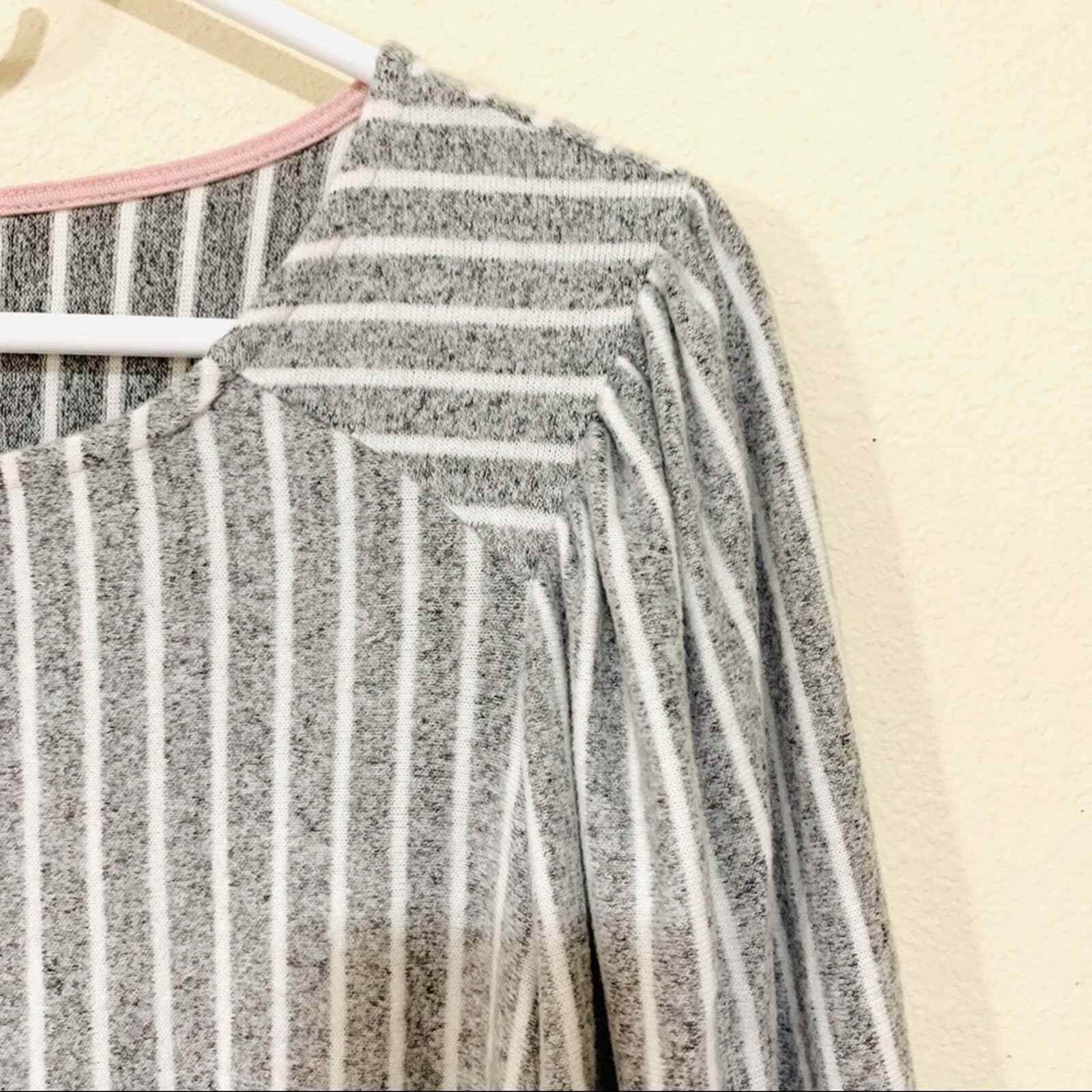 ANTHROPOLOGIE W5 striped puffed shoulder blouse s… - image 3