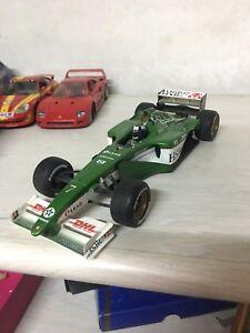 HOTWHEELS-1-18-26741-Jaguar-R1-F1-Eddie-Irvine-7