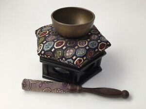 Japanese-Brass-Buddhist-Bell-Orin-Set-Vintage-Cushion-Wooden-Stand-Striker-Y485